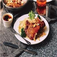 大口吃義大利麵,也要大口吃肉,清炒蒜味戰斧豬排義大利麵259元