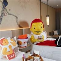 美福大飯店特別推出阿勇主題房,雙人入住每晚7999元起