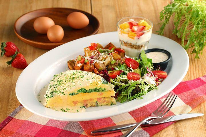 FRIDAYS,全新早午餐系列,厚實鮮嫩的美式三層歐姆蛋