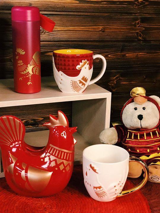 星巴克,準備了多樣特色雞年商品,象徵富貴吉祥的金雞系列